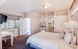 Beachfront Accommodation, Summerstrand